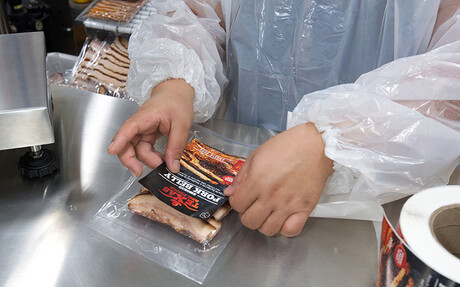 Labelling the packaged meat at Texas BBQ Foods